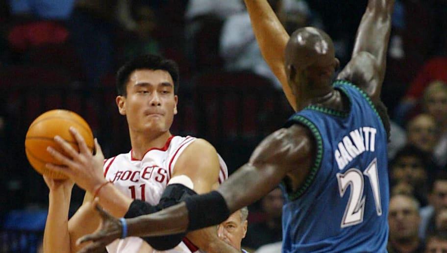 Yao Ming of Houston Rockets Yao Ming (L)