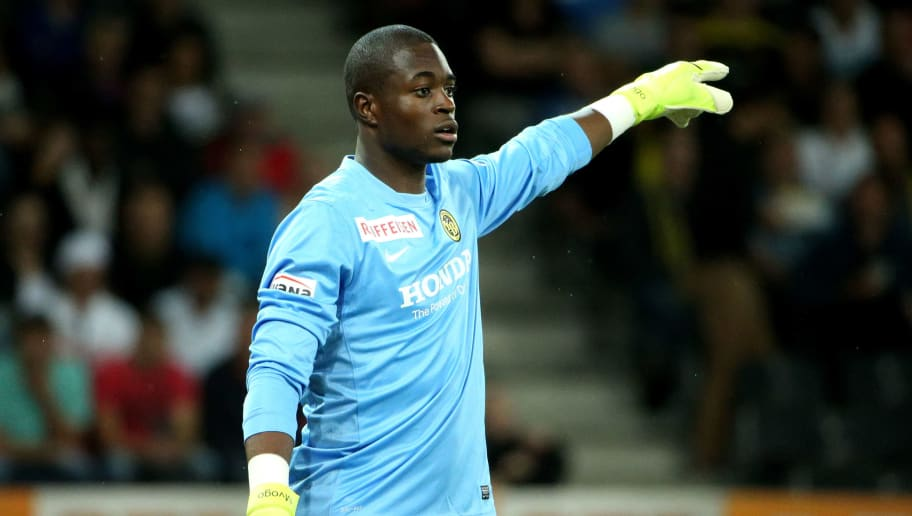 BERN, SWITZERLAND - JULY 28: Goalkeeper Yvon Mvogo of BSC Young Boys directs his teammates during the UEFA Champions League third qualifying round 1st leg match between BSC Young Boys and AS Monaco at Stade de Suisse on July 28, 2015 in Bern, Switzerland. (Photo by Philipp Schmidli/Getty Images)