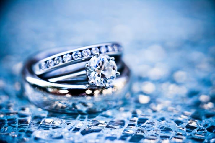 Platinum rings on shattered glass