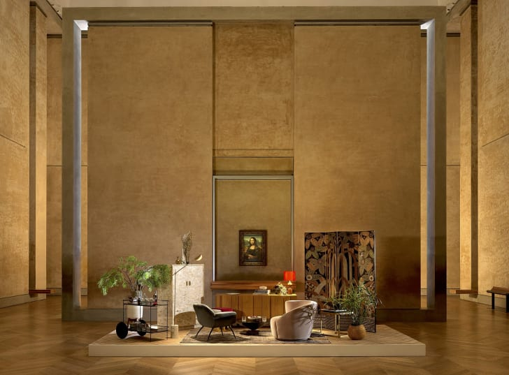 A lounge area by the Mona Lisa