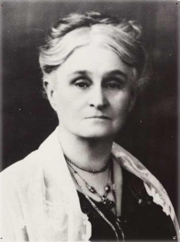 Black and white portrait of Edith Cowan