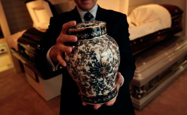 A cremation urn