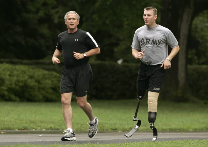 George W. Bush goes jogging with an injured army veteran.