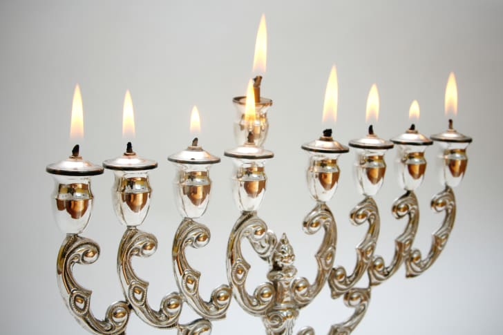 a menorah that uses olive oil and wicks