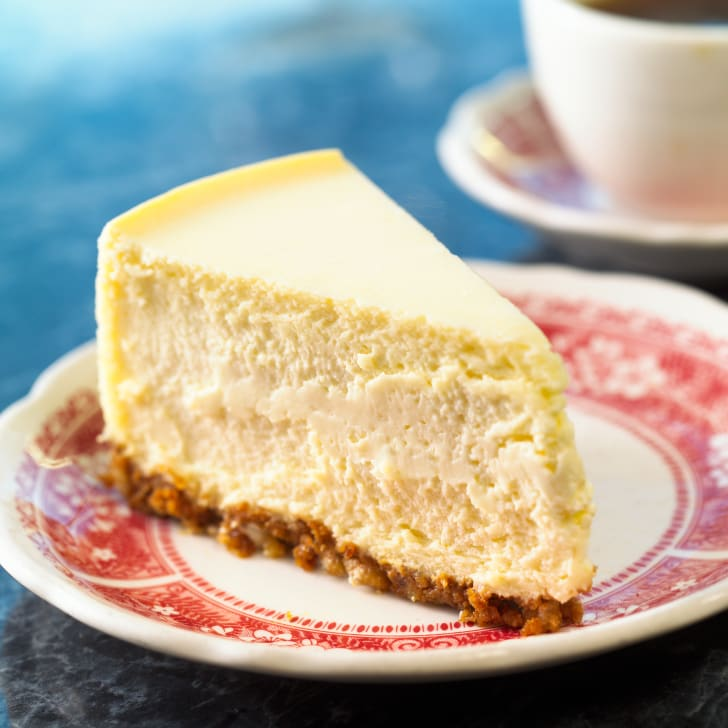 Cheesecake on plate.