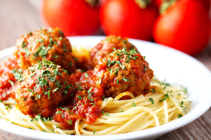 image of a bowl of spaghetti with meatballs