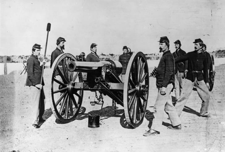 Union troops with a field gun during the American Civil War.