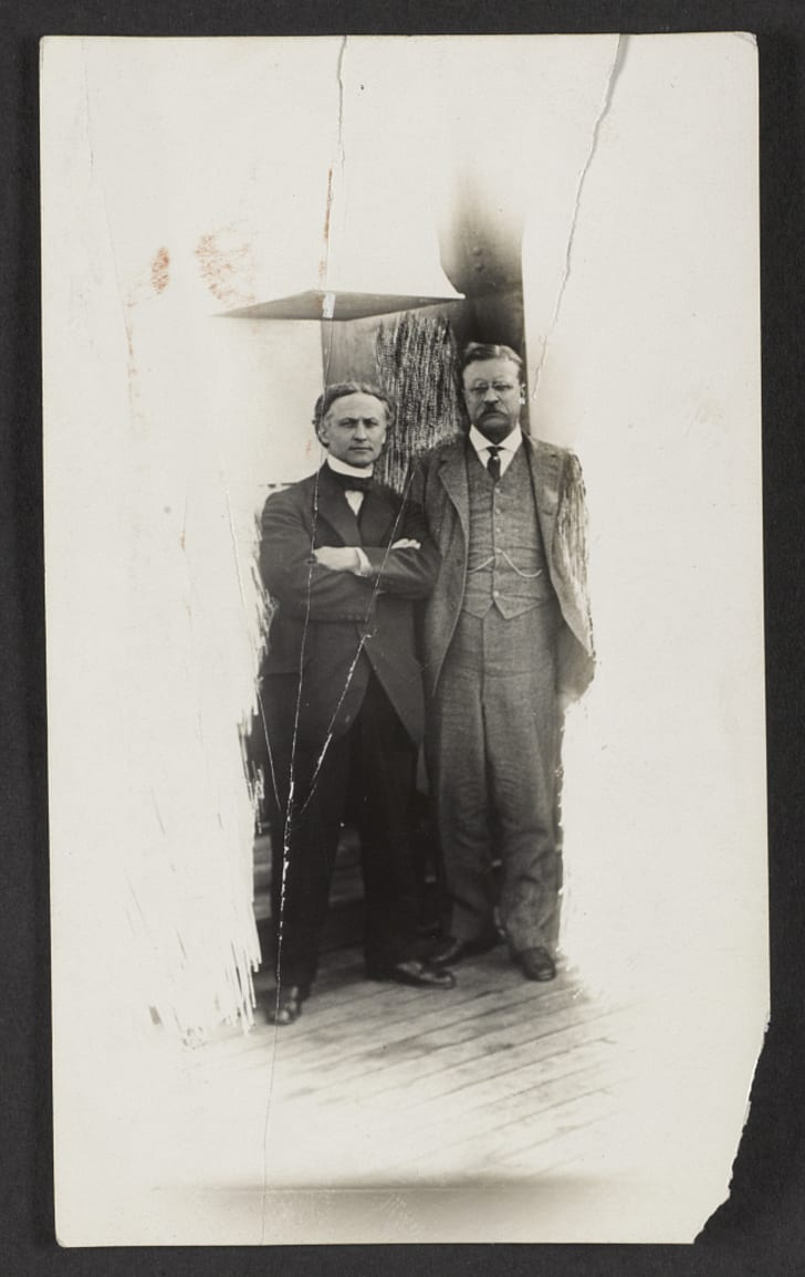 Harry Houdini and Theodore Roosevelt pose for a picture.