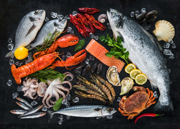 A mixture of various seafoods