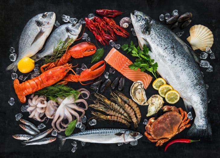 A mixture of various seafoods