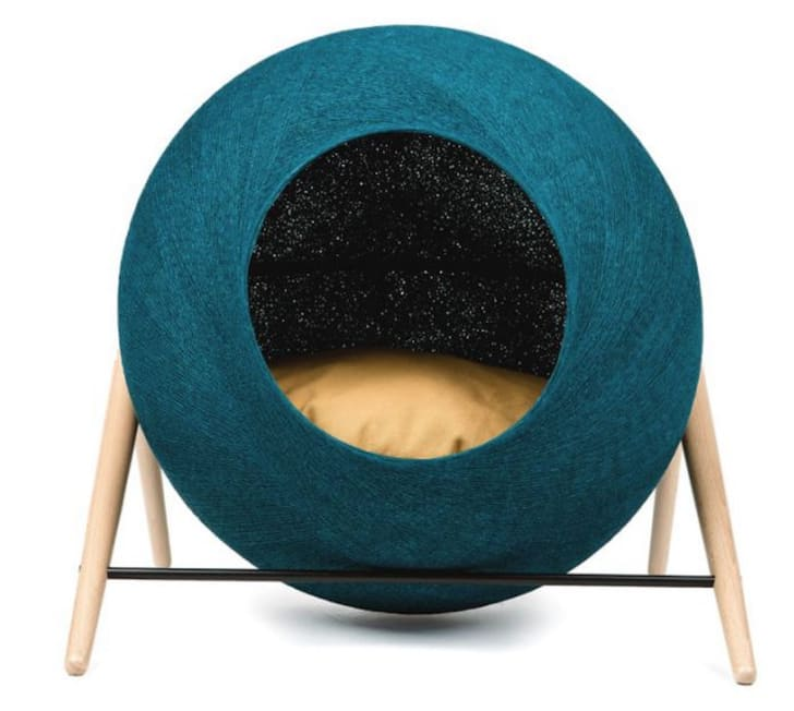 The Peacock Ball cat bed by Meyou Paris
