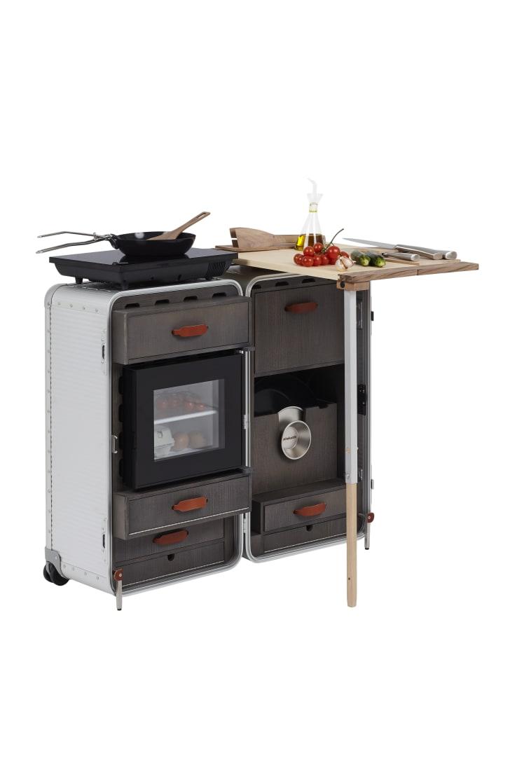 A cooktop suitcase