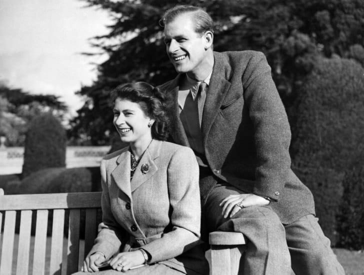 Princess Elizabeth of Great Britain and her husband Philip the Duke of Edinburgh, pose during their honeymoon, 25 November 1947 in Broadlands estate, Hampshire
