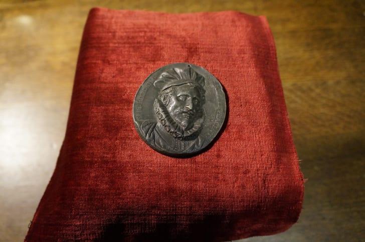 A medal of magician Girolamo Scoto at the Conjuring Arts Library