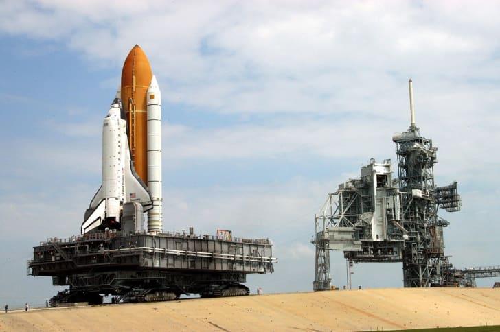 nasa transporter-crawler moves space shuttle discovery
