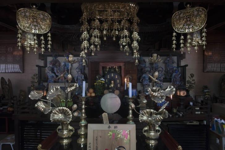 Al altar inside Onsen-ji temple