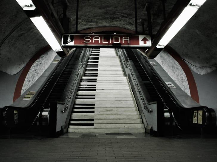 piano stairs at Polanco station