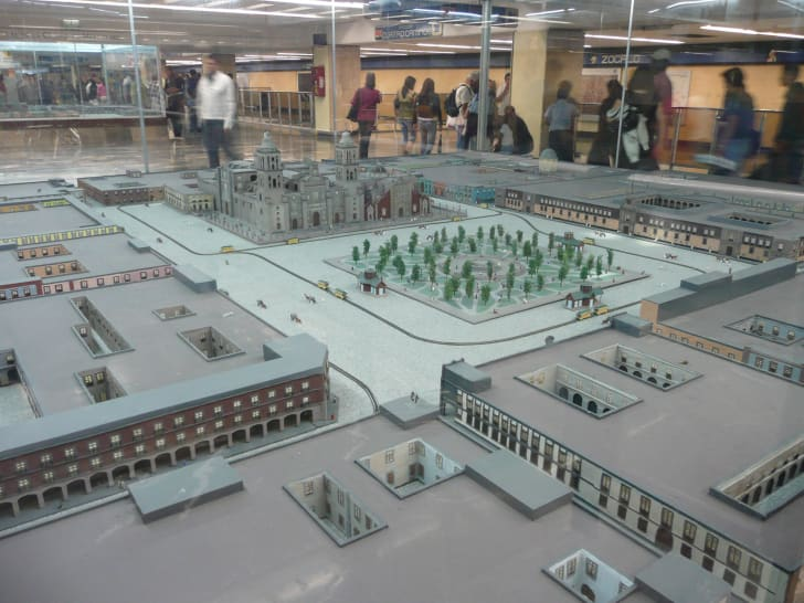 miniatures on the Mexico city subway