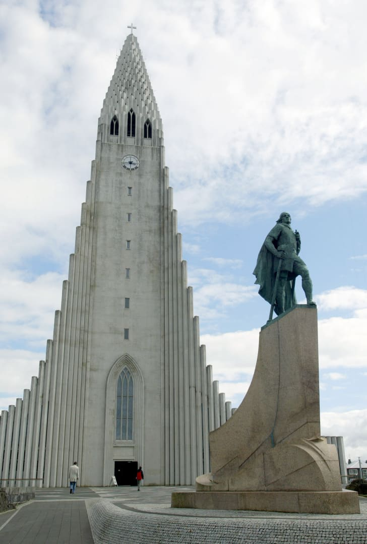 Hallgrimskirkja Cathedral and the statue of the Viking explorer Leif Eriksson