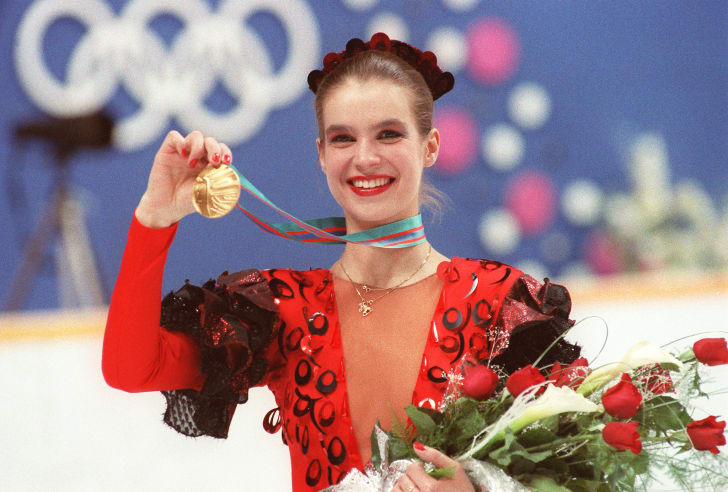 Katarina Witt displaying her gold medal