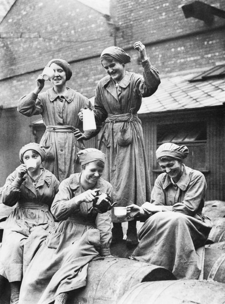 Women drinking tea during World War I