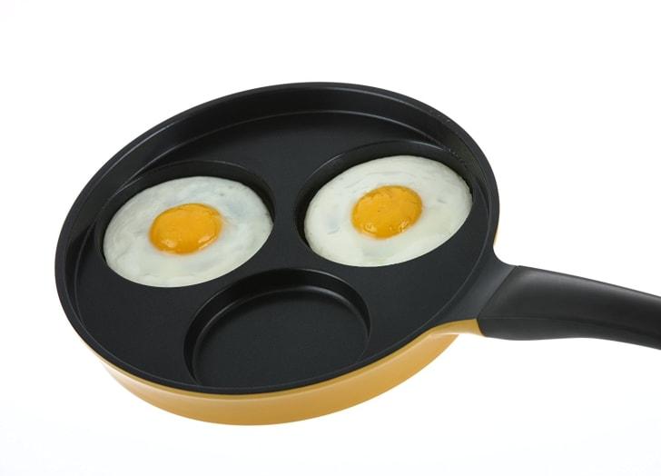Egg cooking pan