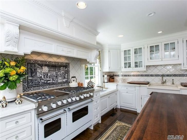 """The real-life Long Island home featured in """"The Money Pit"""""""