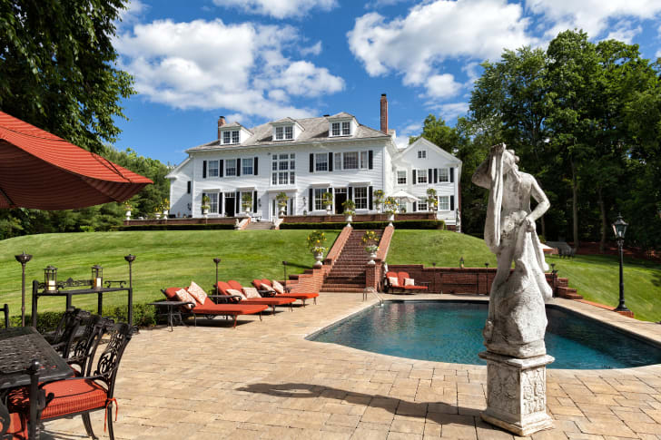 """The real-life Long Island home featured in 1986's """"The Money Pit"""""""