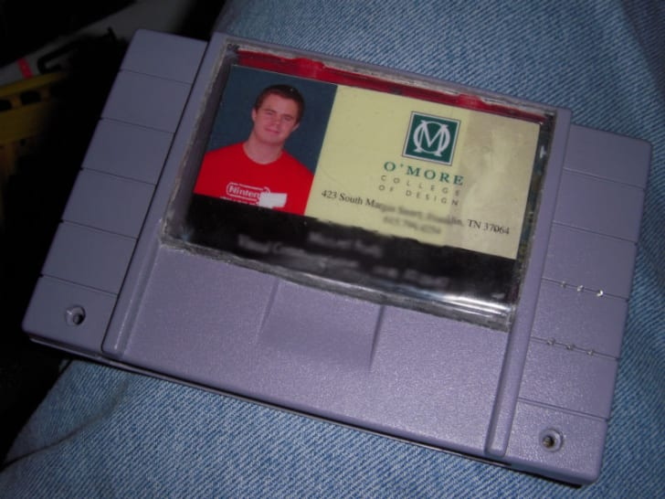 A Super Nintendo cartridge is used as a wallet