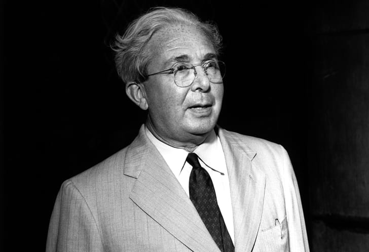 A black and white photo of Leo Szilard in a suit and tie.