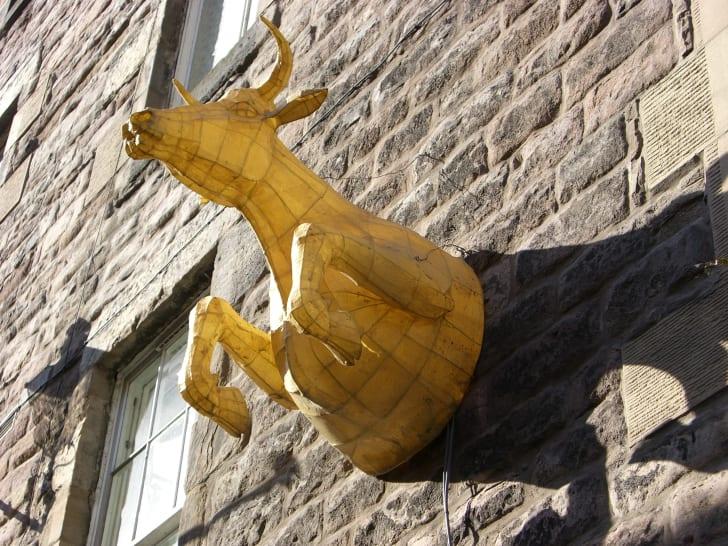 Cow sculpture at Cowgate in Edinburgh