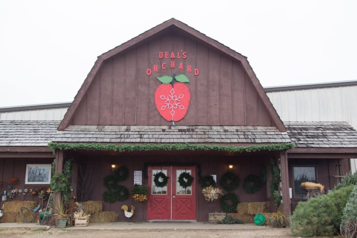 The exterior of Deal's Orchard.