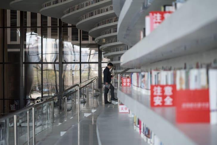 A man visiting China's Tianjin Binhai Library.