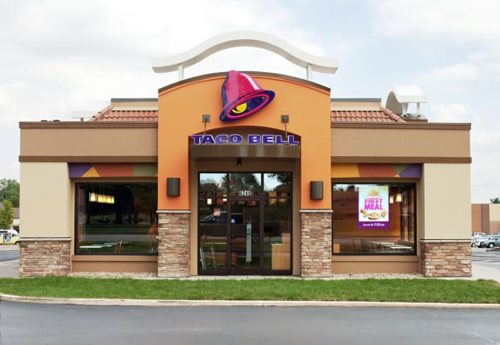 The front exterior of a Taco Bell restaurant
