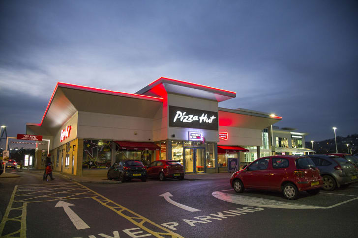 The front exterior of a Pizza Hut restaurant