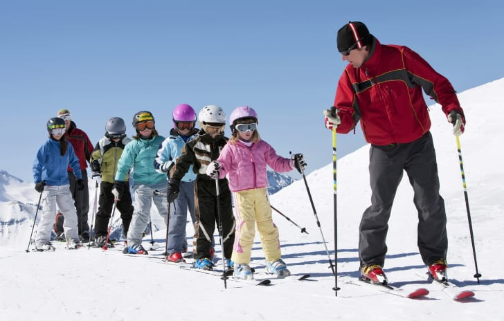 Ski instructor teaching children
