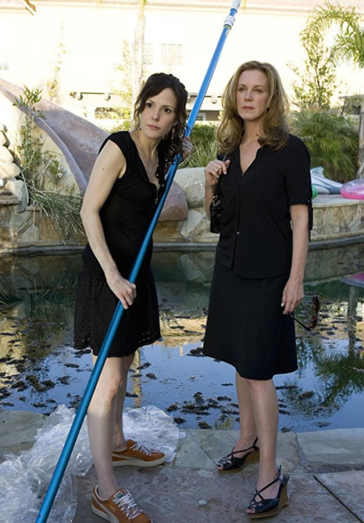 Mary-Louise Parker and Elizabeth Perkins in 'Weeds'