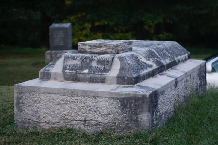 Lon Dorsa's grave.