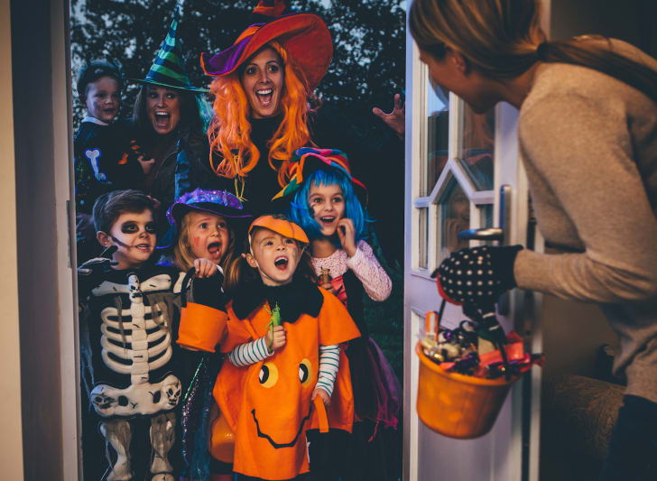 Kids trick-or-treating.