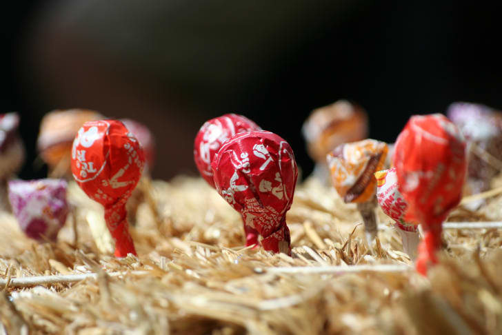 Tootsie Pops in a bale of hay.