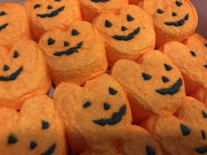 A tray of pumpkin peeps.