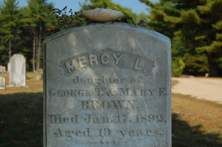 A photo of Mercy Lena Brown's grave in Rhode Island.