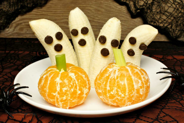 Bananas and chocolate chips are utilized for a spooky snack