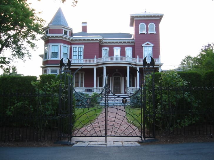 A photo of Stephen King's home in Bangor, Maine.