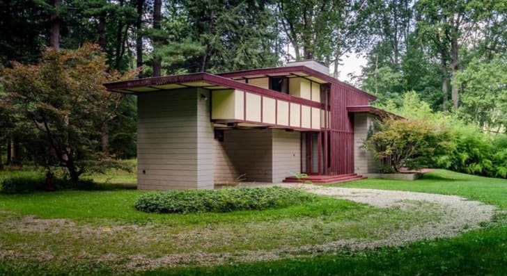 Exterior shot of the Louis Penfield House by American architect Frank Lloyd Wright in Elmhurst, Illinois.