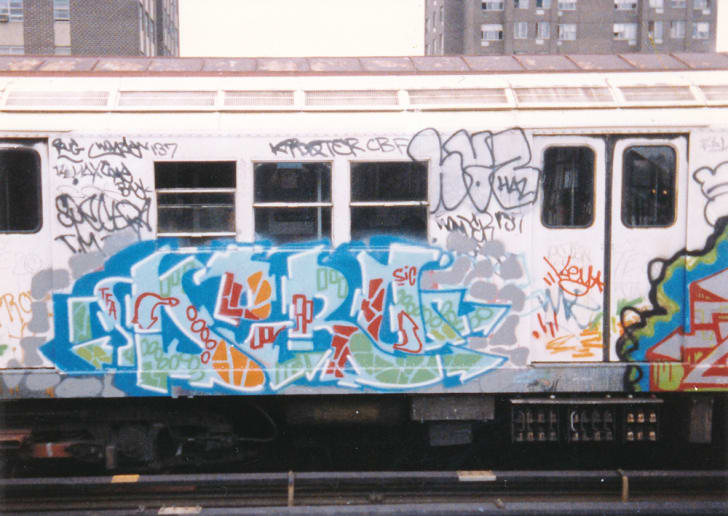 "Graffiti on a subway car reads ""Dero"" in blue letters."
