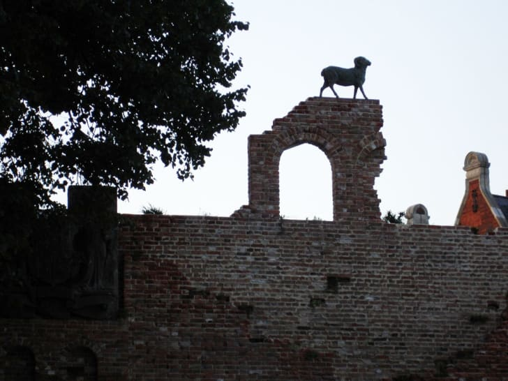 A photo of a folly wall in London