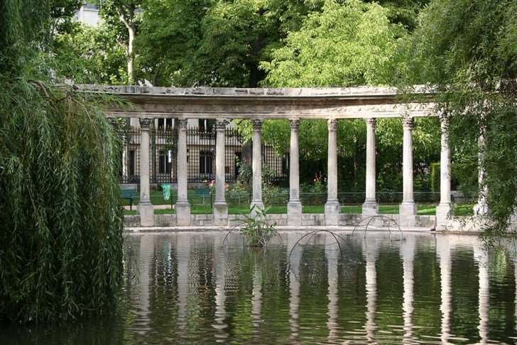 A photograph of the ruins at Parc Monceau in Paris