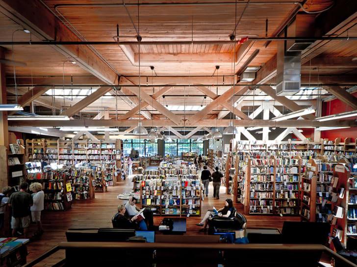 Country Bookshelf interior