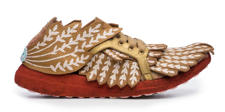 Sneaker decorated with wheat.